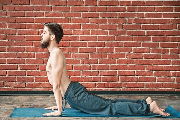 йога поза кобры для мужчины