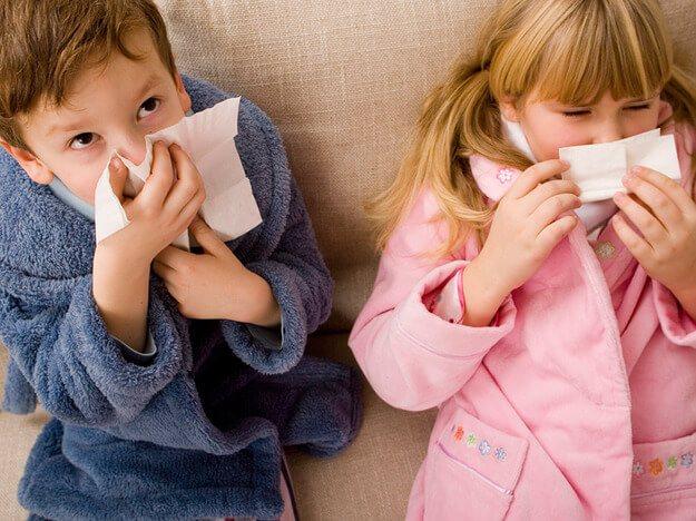 Какие капли от насморка для детей можно применять