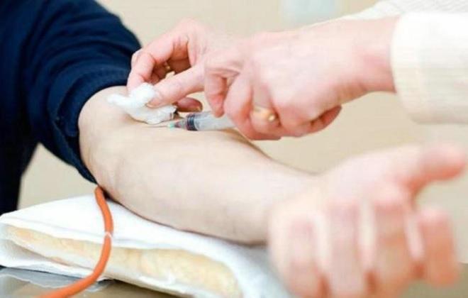 Забор венозной крови одноразовым шприцем