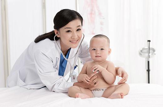 Осмотр ребенка педиатром