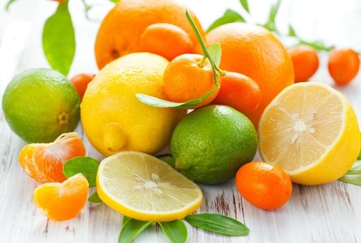 Кислые ягоды с фруктами