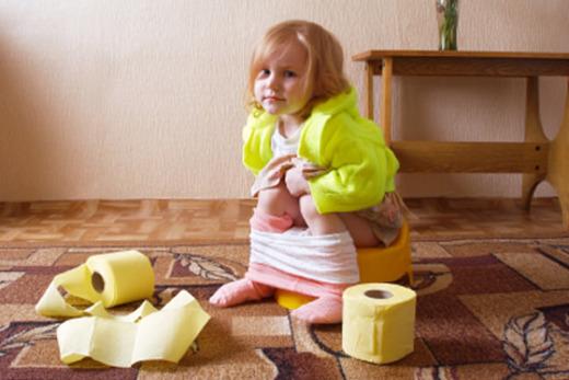 Девочка на желтом горшке