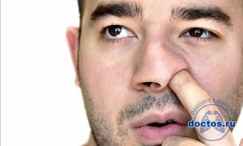 Корочки в носу у мужчины