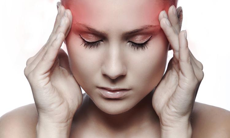 Почему нельзя терпеть головную боль: разговор с врачом
