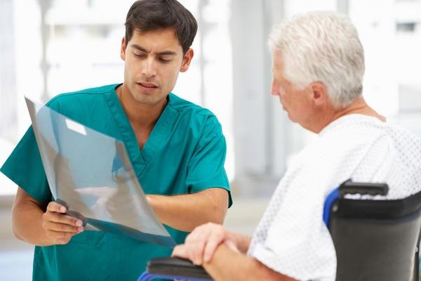 на приеме у уролога с проблемой простатита
