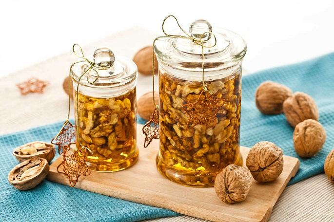 Мед с грецкими орехами — польза для организма [2018]