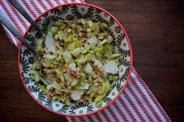 десерт из сельдерея, яблок и орехов
