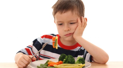 Мальчик не хочет есть полезную еду