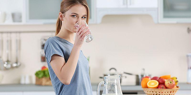 Диетологи рассказали, как правильно пить воду, чтобы ускорить ...