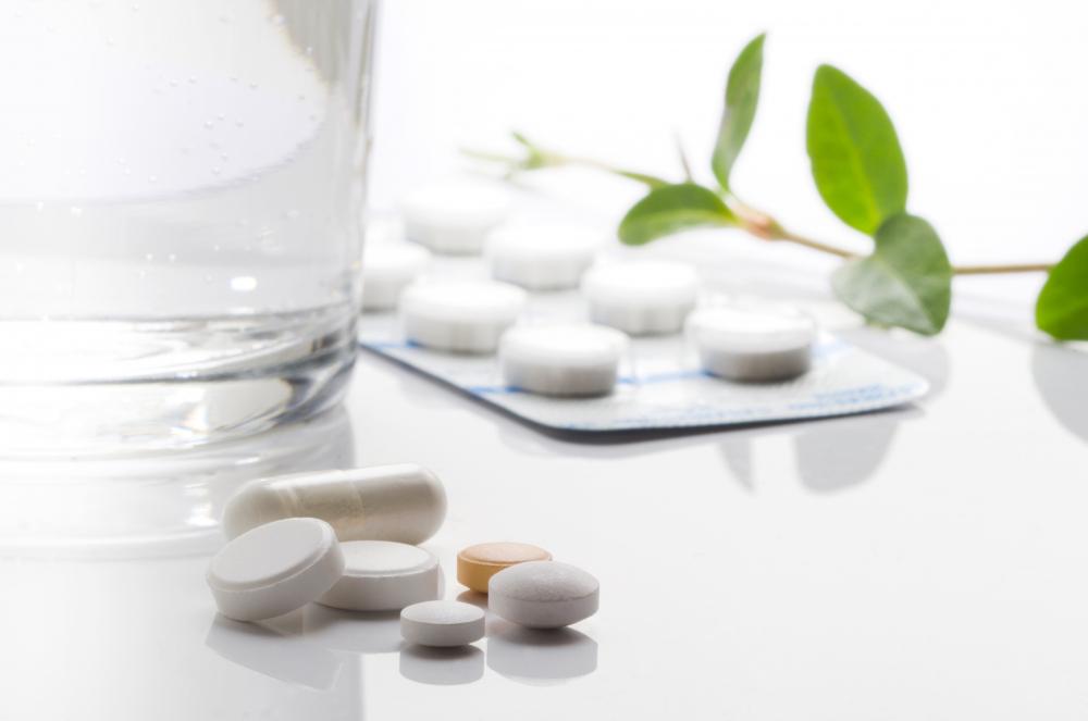 Таблетки и стакан воды — Pills and a glass of water