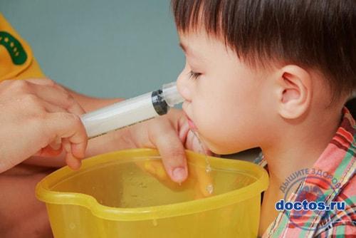 Промывание носа шприцом ребенку