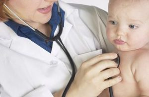 Почему возникает и чем лечить насморк у грудничка 4 месяцев