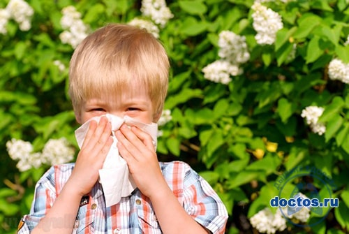 Ребенок сморкается при аллергии